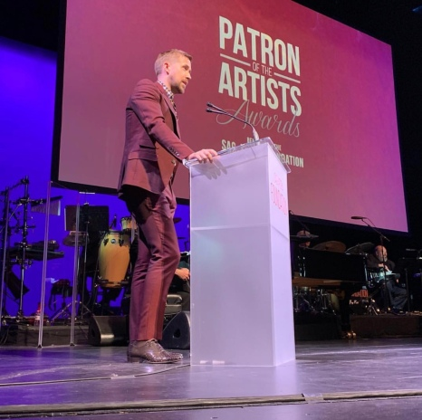 Ryan Gosling presents the Artists Inspiration Award to Harrison Ford at the SAG-AFTRA Foundation Patron of the Artists Awards. Photo: Courtesy of SAG-AFTRA Foundation.