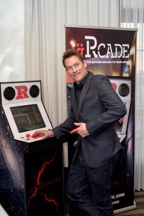 James Tupper being gifted by iiRcade at the GBK 2020 Golden Globes Lounge. Photo Credit: Jerry Digby