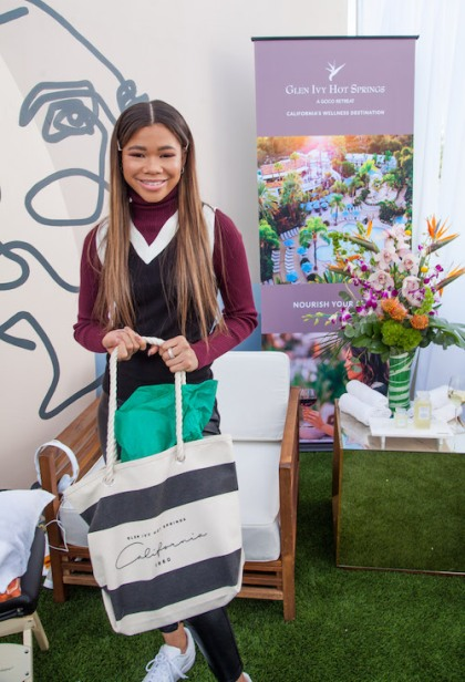 Storm Reid (Euphoria) being gifted by The Super Dentist at the GBK 2020 Golden Globes Lounge. Photo Credit: Will Roberts